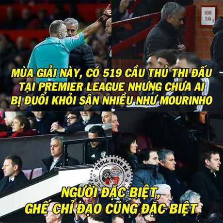 Biem hoa 24h: Jose Mourinho lap ky luc buon tai Premier League - Anh 1