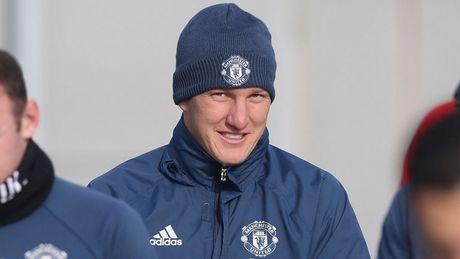 Bastian Schweinsteiger lan dau tien ra san thoi Jose Mourinho? - Anh 1