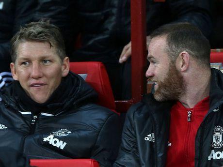 Bastian Schweinsteiger lan dau tien ra san thoi Jose Mourinho? - Anh 3