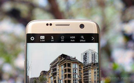 Samsung Galaxy S8 co camera truoc tu dong lay net - Anh 1