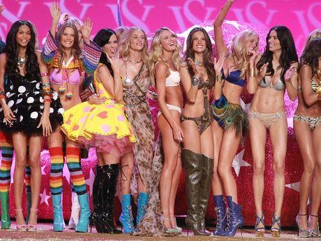 Khoanh khac dep 'dung hinh' cua Victoria's Secret Show - Anh 11