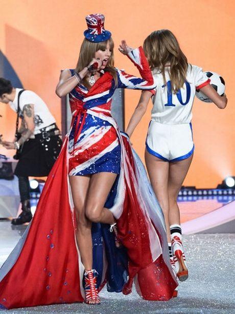 Khoanh khac dep 'dung hinh' cua Victoria's Secret Show - Anh 13