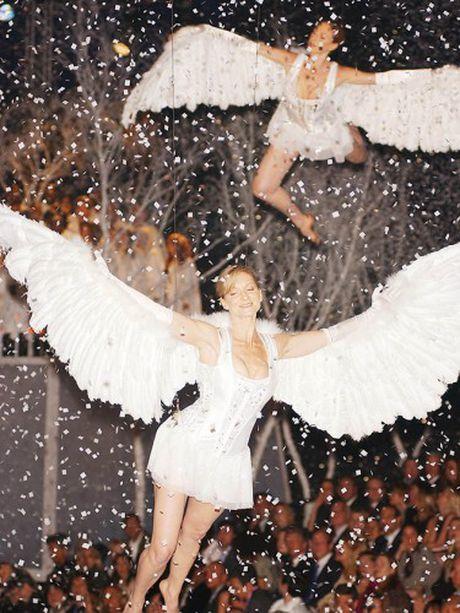 Khoanh khac dep 'dung hinh' cua Victoria's Secret Show - Anh 1