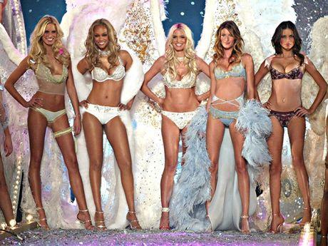 Khoanh khac dep 'dung hinh' cua Victoria's Secret Show - Anh 6