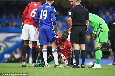 Mourinho don tin cuc vui tu trung ve so 1 Eric Bailly - Anh 2