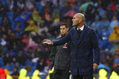 Vi Sieu kinh dien, Zidane loai Ronaldo va nhieu tru cot o Cup Nha vua - Anh 1