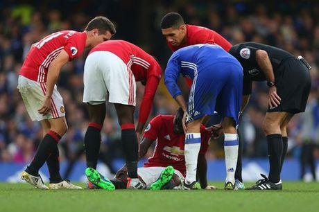 Mourinho bao tin vui cho CDV M.U giua tam bao - Anh 1