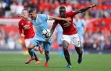 Mourinho bao tin vui cho CDV M.U giua tam bao - Anh 5