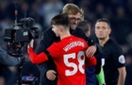 Doi thoai cung Wenger: Chung ta dang 'huy hoai' cau thu tre - Anh 6