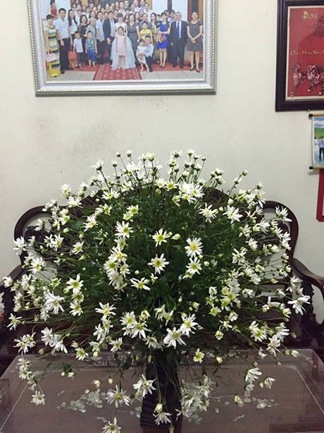 Xem chi em Ha Thanh cam cuc hoa mi ruc ro mot goc nha - Anh 8