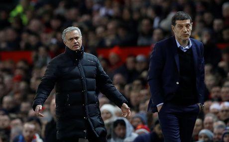 HLV West Ham treu tuc Mourinho truoc tran tai dau voi M.U - Anh 1