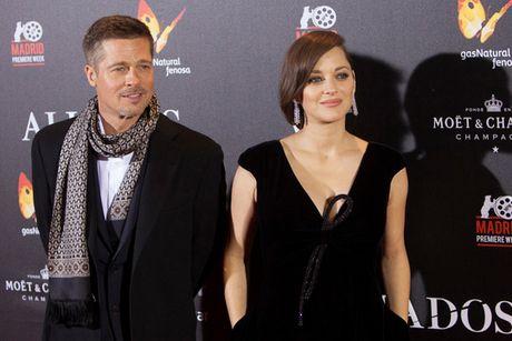 Nguoi dep dinh tin don ngoai tinh voi Brad Pitt duoc cho la sanh ngang voi Angelina - Anh 1