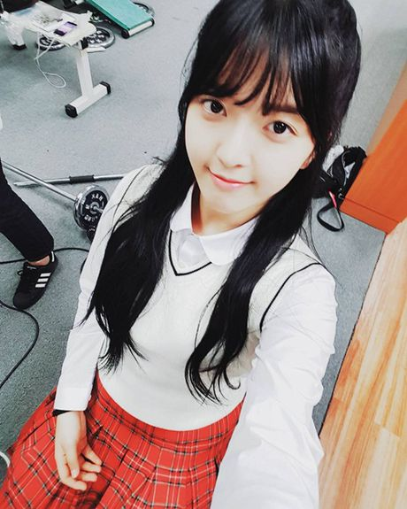 Sao Han 30/11: Soo Young khoe chan dai an tuong, Jin Woo (Winner) deo sung cute - Anh 3