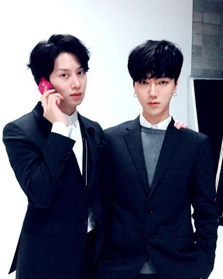 Sao Han 30/11: Soo Young khoe chan dai an tuong, Jin Woo (Winner) deo sung cute - Anh 4