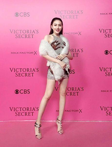 Le Ha, Ngoc Duyen 'dot nhap' hau truong Victoria's Secret show - Anh 2
