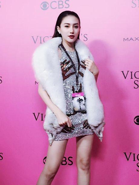 Le Ha, Ngoc Duyen 'dot nhap' hau truong Victoria's Secret show - Anh 3