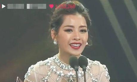 Chi Pu nhieu lan tu tin noi tieng Anh tren san khau ngoai - Anh 1