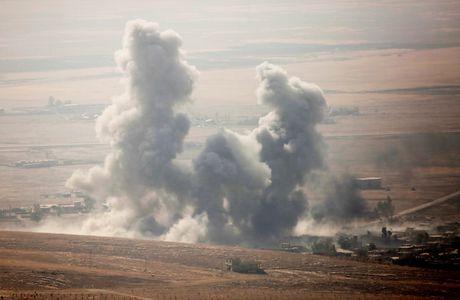 Clip: Khong quan Iraq nem bom tan cong can cu IS tai Mosul - Anh 1