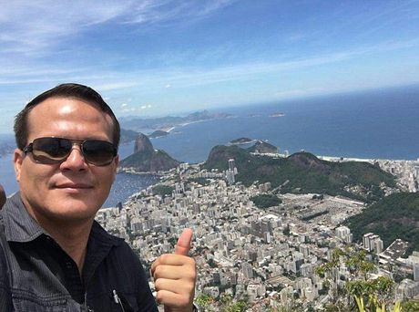 Roi may bay cho doi bong Brazil: Su muu tri xuc dong cua phi cong - Anh 1