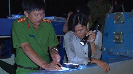 Bat sa lan 600 tan khai thac cat trai phep trong dem - Anh 1