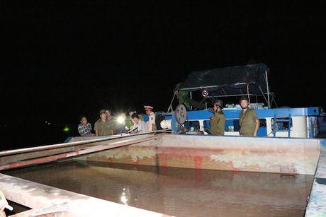Bat sa lan 600 tan khai thac cat trai phep trong dem - Anh 2