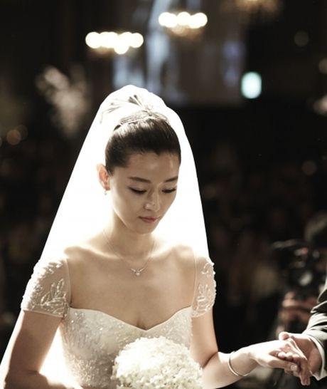 Giat minh boi do dep trai, giau co cua chong 'nguoi ca' Jun Ji Hyun - Anh 10