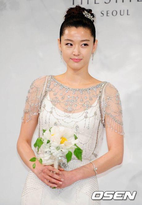 Giat minh boi do dep trai, giau co cua chong 'nguoi ca' Jun Ji Hyun - Anh 1