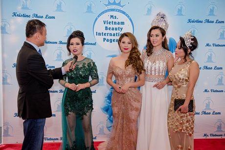 Thanh Thao lam giam khao cuoc thi hoa hau tai My - Anh 9