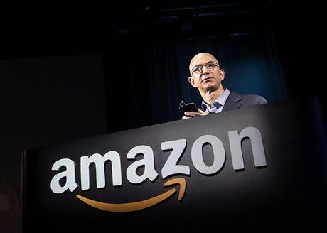 Amazon nhan don tri tu truoc khi bi Trump so gay - Anh 1
