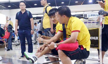 DT Viet Nam gap su co tren chuyen bay sang Indonesia - Anh 1