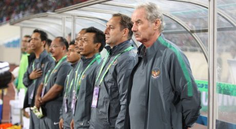 AFF Cup 2016: HLV Alfred Riedl gui thong diep thach thuc tuyen Viet Nam - Anh 1