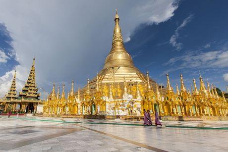 Den Myanmar xem AFF Cup dung quen tham nhung ngoi chua tuyet dep o day - Anh 1
