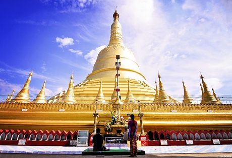 Den Myanmar xem AFF Cup dung quen tham nhung ngoi chua tuyet dep o day - Anh 3