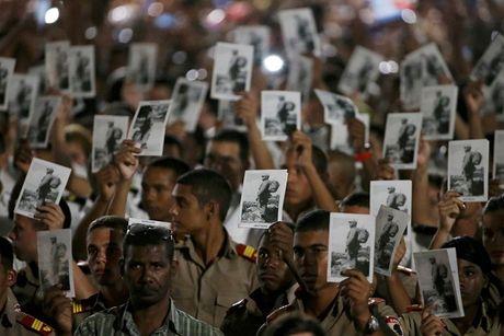 Cuba: Nguoi dan dung chat quang truong tuong niem Lanh tu Fidel - Anh 1