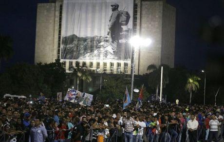 Cuba: Nguoi dan dung chat quang truong tuong niem Lanh tu Fidel - Anh 2