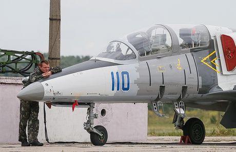 Mac Nga gay gat, Ukraine lap vung cam bay moi o Bien Den va Crimea - Anh 1