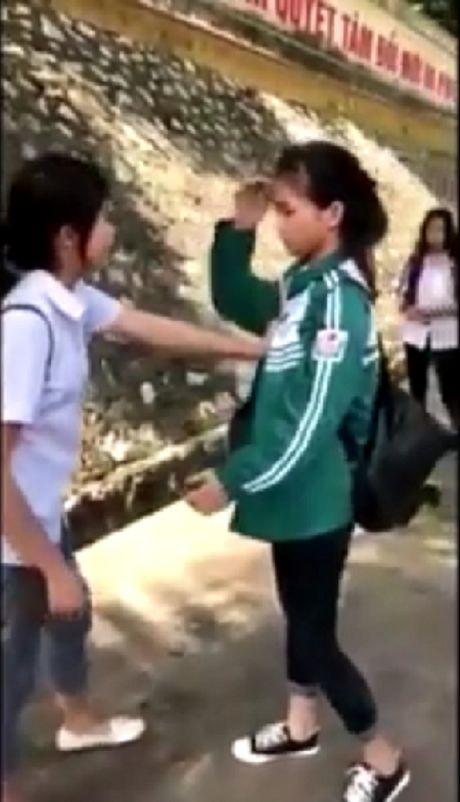 Nu sinh Yen Bai danh ban: Cuoc song cua em kha te, em muon xin loi... - Anh 1