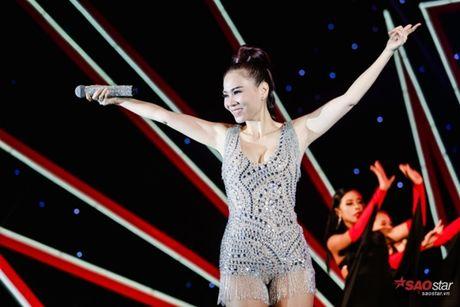 Thu Minh gay bat ngo khi 'dot chay' san khau bang loat hit Ha Ho, Toc Tien - Anh 3