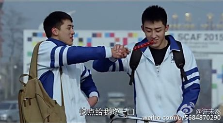 Soc: Phong Hanh livestream Hua Nguy Chau om hon 'Thach Tue', 'con thuyen' Du Chau chinh thuc chim? - Anh 3
