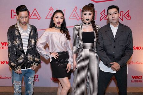 Dan sao 'khung' hao hung ra mat The Remix New Generation 2017 - Anh 4