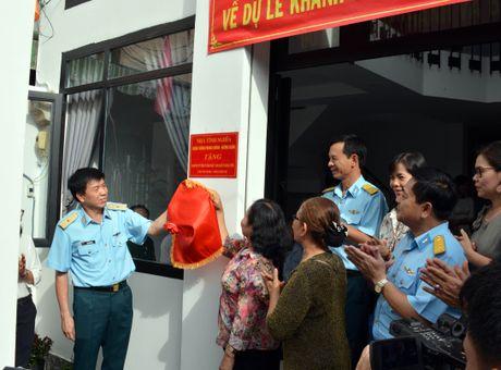 Quan chung Phong khong - Khong quan tang 2 nha tinh nghia tai TP.HCM - Anh 1