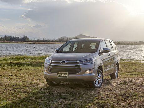Toyota Hilux va Innova nhan giai an toan nhat trong phan khuc - Anh 1