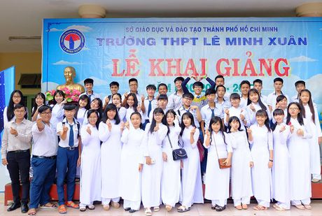 Thay giao 9x che bai hat du 41 hoc sinh trong lop - Anh 1