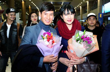 Vo chong Ly Hai duoc dao dien Han Quoc don o san bay - Anh 3
