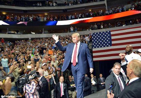 Ve du le nham chuc cua Trump gia toi 1 trieu USD - Anh 1