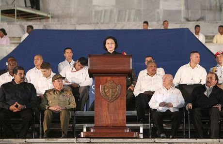 Chu tich Quoc hoi phat bieu tuong niem lanh tu Fidel Castro - Anh 1