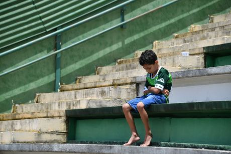 Neymar, Rooney dau buon tuong niem nan nhan may bay roi - Anh 4