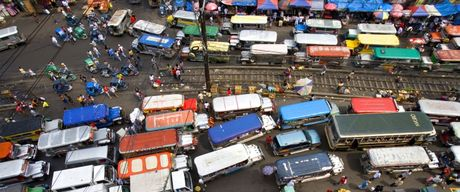 Philippines tranh cai cap quyen khan cap chong tac duong - Anh 1