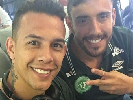'Tu suong' tren may bay cua cac cau thu Brazil: Loi chao dinh menh? - Anh 4
