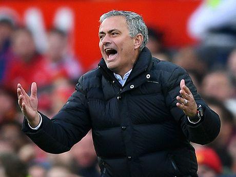 Mourinho chua 'cam' duoc Man United - Anh 1